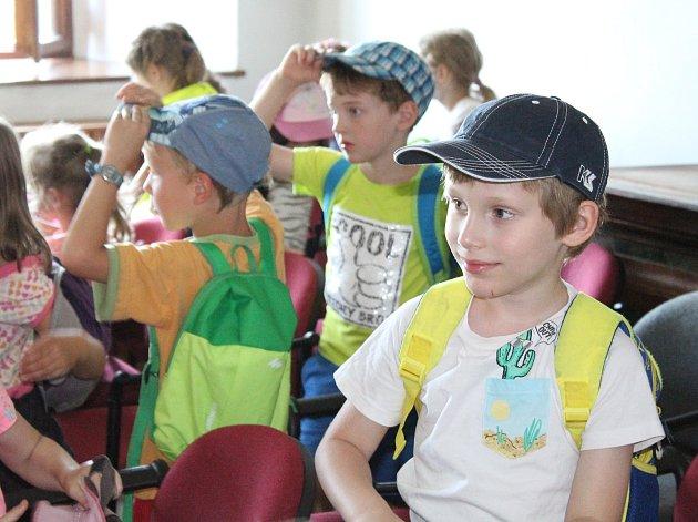 Předškoláci ale i děti školou povinné, všichni kteří dorazili do malého sálu mělnického muzea, prožili příjemně strávený čas se záchranářem Markem Hylebrantem.