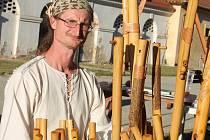 Radek Musil na koncovky a fujary hraje i je vyrábí.