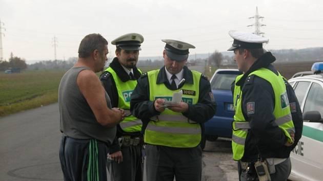 HORKO. Přestože  byl včera chladný podzimní den, některým řidičům bylo při  otázkách dopravních policistů pořádné horko.