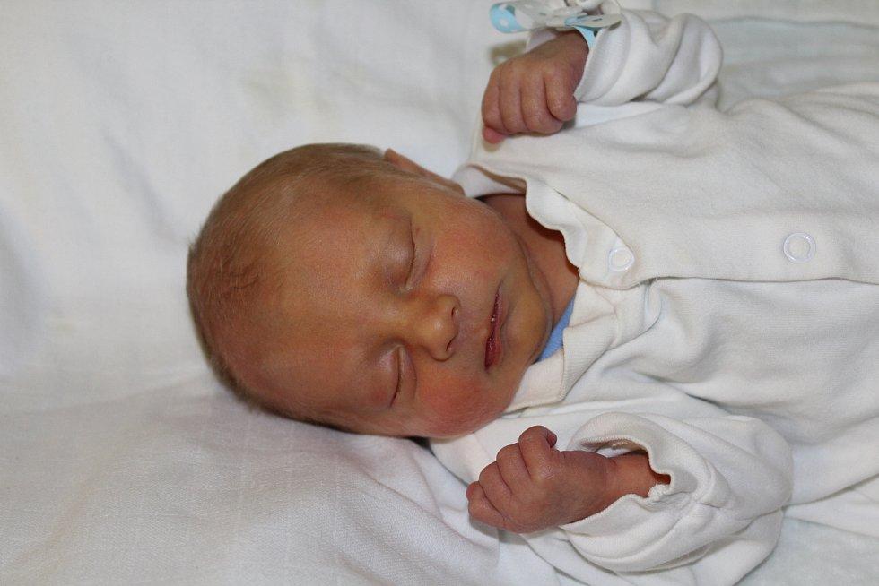 Filip Šašek, Veliká Ves. Narodil se 3. prosince ve 23:59, vážil 2 230 g a měřil 45 cm. Rodiči Jan a Kamila Šaškovi.