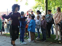 Prvňáčky, kteří nastoupili do základní školy v Lužci nad Vltavou, čekalo netradiční přivítání.