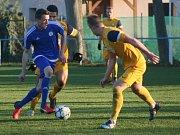 I. A třída, 15. kolo: Sokol Záryby (v modrém) - Jawa Divišov (3:7).