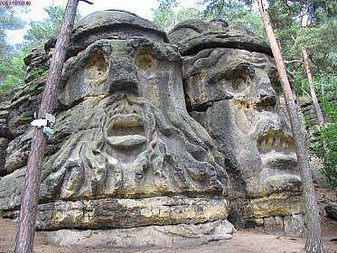 Čertovy hlavy, dílo sochaře Václava Levého.