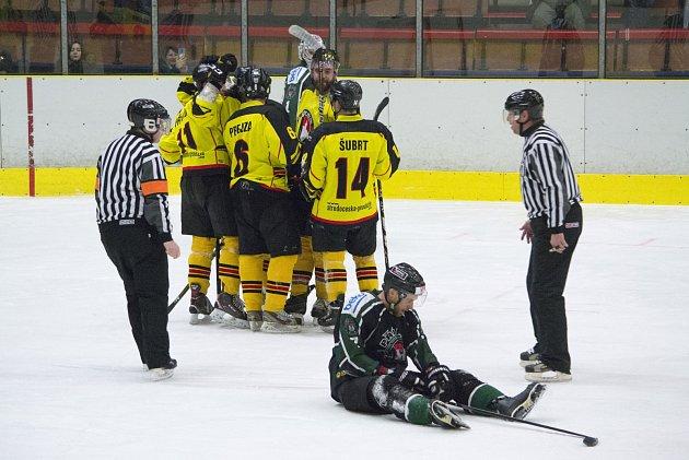 Hokejisté Mělníka porazili Příbram, rozhodl Václav Drábek.