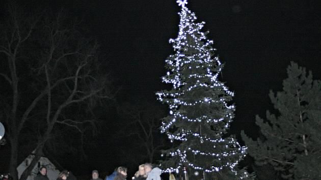 Slavnostní rozsvícení vánočního stromu v Cíťově.