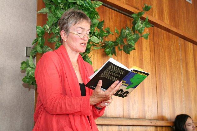 Spisovatelka Tereza Boučková předčítala studentům