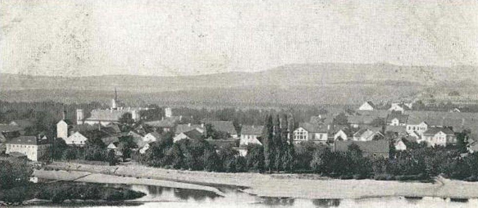 Historický pohled na  Dolní Beřkovice.
