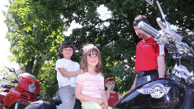 Z dětí ve školce Motýlek se stali motorkáři