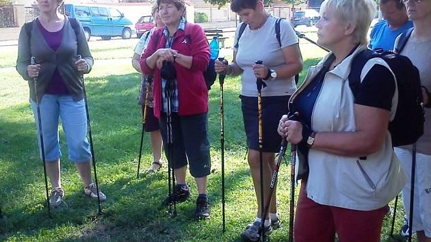Chůze s hůlkami je známá pod názvem nordic walking.