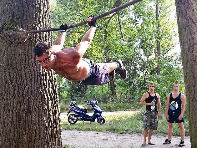 Street workout v podání Workoutu Mělník.