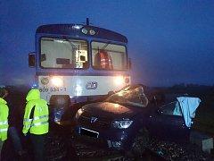 Tragická dopravní nehoda na železničním přejezdu u Kostelce nad Labem.