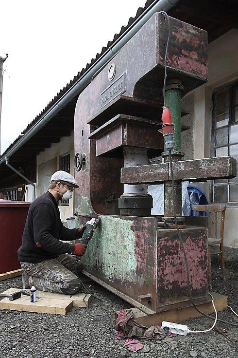 Rekonstrukce se dočkal i starý německý lis.