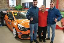 Automobilový závodník Tomáš Pekař (vlevo) na setkání s žokejem Josefem Bartošem, které zorganizoval Miloslav Čmejla.