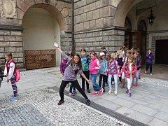 Místní Dům dětí a mládeže pořádá letos stejně jako každoročně několik příměstských táborů. Konec už ohlásil i turnus, který se věnoval především hudbě a pohybu.
