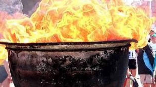 Doufejme, že oheň Mělnického Maratonu Míru brzy nezhasne.