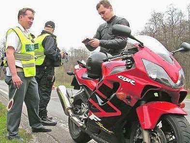 Policejní kontroly měly v loňském roce úspěch. Motorkáři se částečně zklidnili.