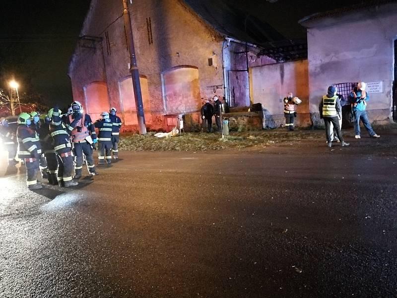 Záchranná akce v Tursku po explozi plynu v bytovém domě 28. října 2020.