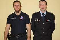 Policisté z neratovického obvodního  oddělení  (zleva) Milan Procházka a Michal Šimánek.
