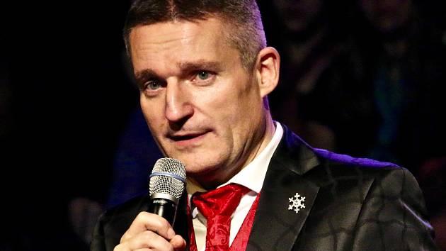 Všestranný bavič, moderátor a zpěvák vystoupí v úterý  19. března v líbeznickém Divadle kouzel Pavla Kožíška.