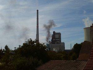 Fotografie úniku škodlivin z mělnické elektrárny
