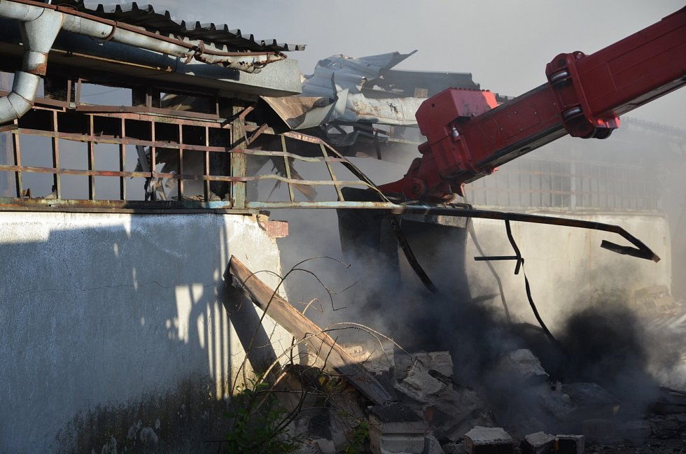 Požár skladovací haly v Tursku.