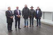 Most Josefa Straky je dlouhý 254 metrů a je postaven ze 128 tun vážící ocelové konstrukce.