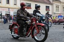 Setkání motocyklů československé výroby ve Mšeně.