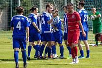 Fotbalisté Libiše slaví jeden z šesti gólů v síti Štětí.