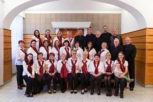 Smíšený pěvecký sbor Intermezzo ze Mšena vystoupí po regionu se sérií svých adventních koncertů