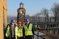 Z návštěvy ministra dopravy Vladimíra Kremlíka na staveništi plavební komory Hořín.