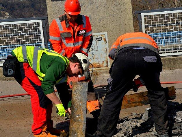 Rekonstrukce kralupského mostu T.G. Masaryka přes Vltavu je v plném proudu.