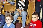 Gorilí táta aneb Marek Žďánský navštívil děti v tišické školce.