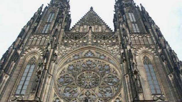 ARCHITEKTURA LÁKÁ. Chrám  svatého Víta to jako magnet pro turisty dokazuje.