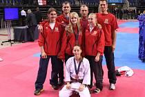 LIVERPOOLSKÁ VÝPRAVA SK Shotokan Neratovice: J. Pacovský, D. Voráček, L. Köppelová, Z. Petržílek, L. Horáčková, P. Voráček a H. Peterová.