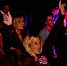 Téměř tisícovku tančících návštěvníků zaznamenali během odpoledne, večera i noci pořadatelé místního sobotního festivalu elektronické hudby v kralupském Lobečku.
