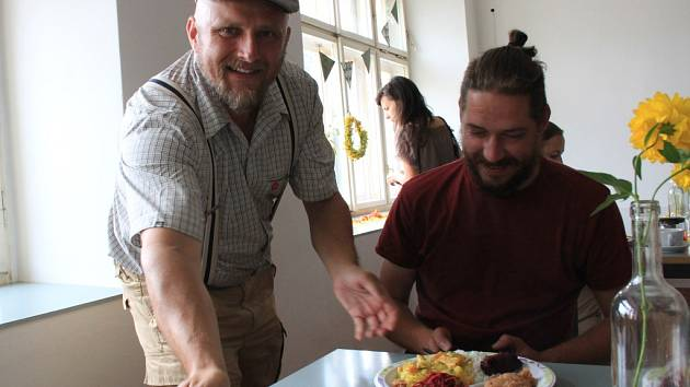 Vegetariánský den ve Mšeně. Ivo Hury (vlevo).