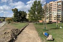 Práce na obnově prostranství na kralupském sídlišti U Cukrovaru budou dokončeny v druhé polovině listopadu.