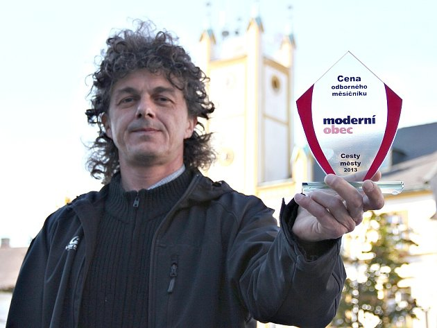 Starosta Mšena Martin Mach v Pardubicích převzal cenu měsíčníku Moderní obec.
