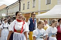 Mělník ožil letos již po jedenadvacáté folklórním festivalem Mělnický Vrkoč, který každý rok nabízí pestrou škálu lidových tradic z různých koutů republiky.