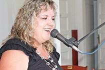 Mělnická zpěvačka čas od času hraje i pohádkové písničky na akcích pro děti. Největší úspěch u chlapečků a holčiček má, když je nechá promluvit nebo zazpívat do mikrofonu.