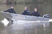 Nový člun mělnických policistů.