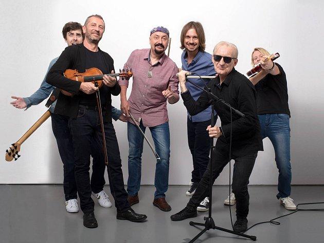Známá skupina Čechomor startuje své vánoční turné. V pátek 8. prosince je čeká zastávka v Mělníku v místním kulturním centru.