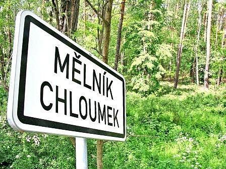 Tělo mrtvé ženy našli náhodní kolemjdoucí v lesním porostu na Chloumku.