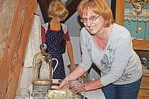 Mezi exponáty je podle Nadi Černé (na snímku) i unikátní přístroj na konzervování potravin.