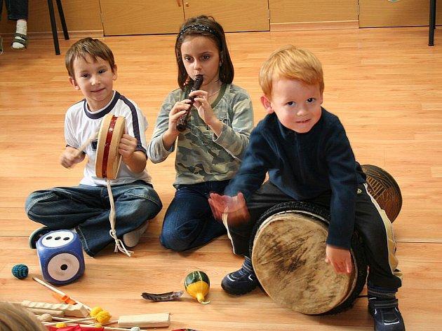 Děti si užily na muzikoterapii.