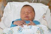Vilém Vlček se rodičům Janě a Jiřímu z Klecan narodil 11. prosince, měřil 53 cm a vážil 4,53 kg. Doma se z něj bude radovat starší sourozenec