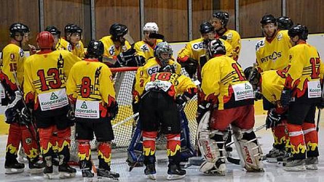 Mělničtí hokejisté před úvodním přípravným zápasem s Poděbrady (3:0)