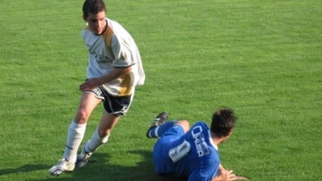 Přestože se fotbalisté Ovčár ve třetí lize zachránili, rozhodlo se v létě klubové vedení vyměnit třetí ligu za divizi s Letohradem.