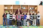 Žáci 1. třídy ZŠ Řepín s třídní učitelkou Olgou Studničkovou.