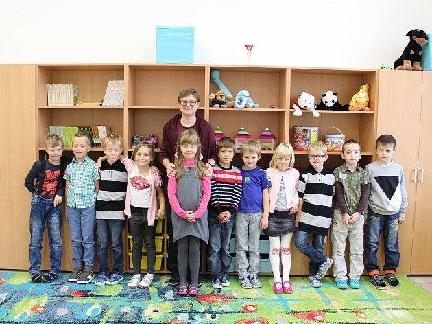 Žáci 1.třídy ZŠ Řepín střídní učitelkou Olgou Studničkovou.